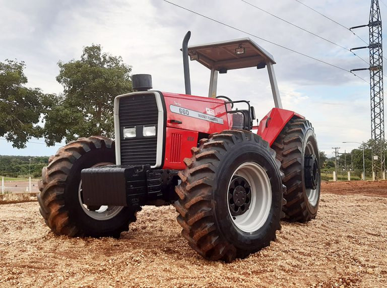 Trator Massey Ferguson 660/4 1994