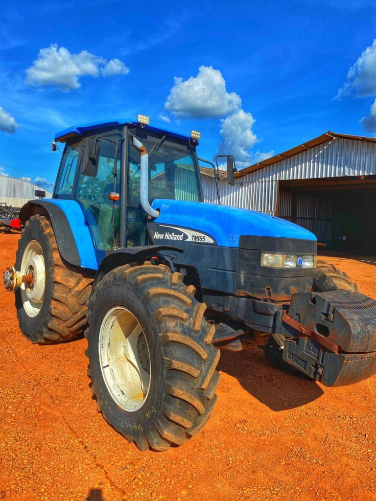 Trator Agrícola New Holland TM165